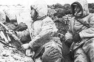 Soldaten am Graben